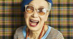老眼鏡をかけて5歳若返る? 自分に似合うメガネ選びの秘訣