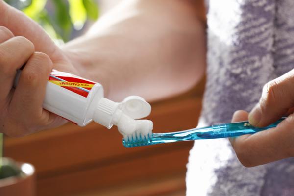 歯磨きだけじゃ足りない!? シニア世代に必要な口腔ケアとは