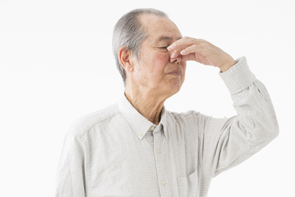 「加齢臭」や「疲労臭」はなぜ起こる?どこが臭う?