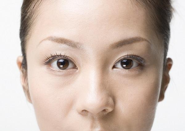 視力が落ちるだけじゃない!40代から始まる老眼など目の老化