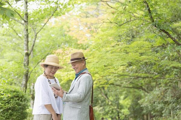 中高生が8割離脱も50代、60代は利用継続50%超!楽しいと感じるシニア世代が多い理由