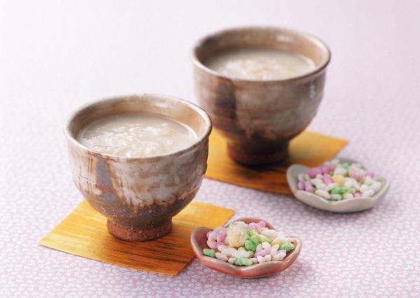 甘酒はいつから飲み始めた?アルコールはどのくらい?米麹を使った作り方は?カロリーは?