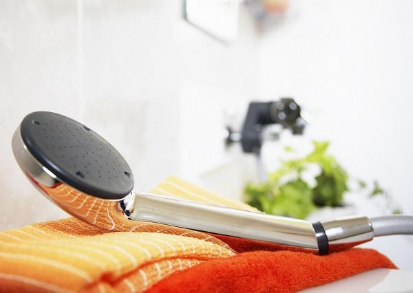 汗をかいたからとシャワーの回数が多いと肌が乾燥してしまう!石鹸は洗浄力が強すぎる?弱くなった肌に日焼けは大敵