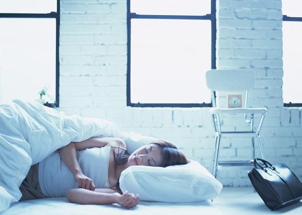 夏になると不眠症になる理由は「冷え」?病院で治療している人も多いのだとか