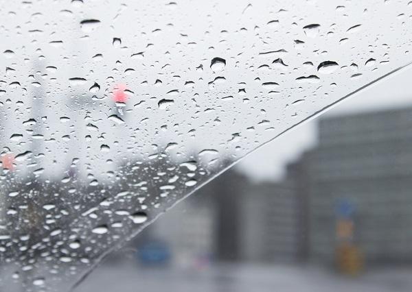 梅雨の季節は気圧の変化で頭痛が増えるかも!