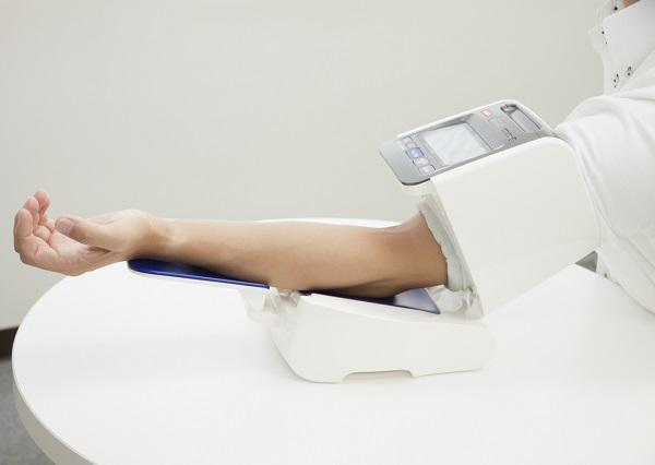 高血圧の場合、自宅で測定、ビデオ通話で診察、薬は郵送でOK