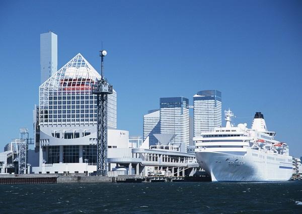 船の中にプールやダイニングバーなど豪華客船クルーズ旅行は夢のような世界!どんなことができるの?ひとり旅でも夫婦での旅でも高い満足度