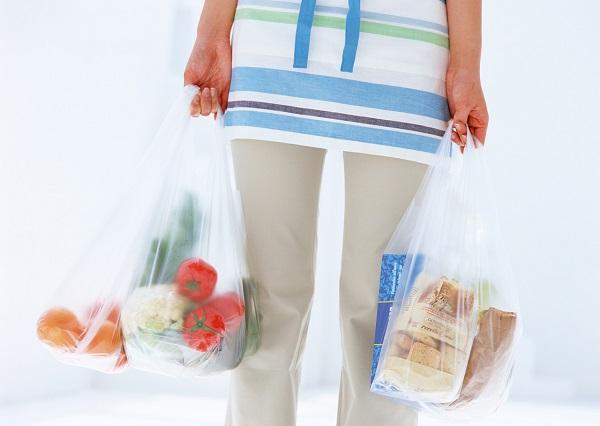 環境相が義務化を目指すレジ袋の有料化法案、その背景は?レジ袋有料化で得られる効果とは?いつから始まる?レジ袋有料化に反対?
