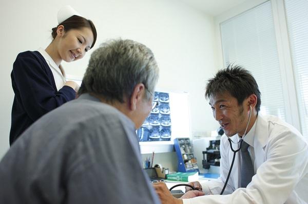 体が震え出して眠れない...。身体の震えはどの科で診察を受けるの?
