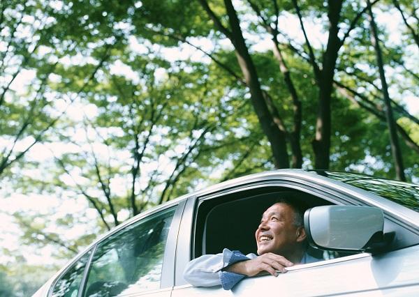 無事故でも70代で上がる自動車保険料!年齢別の保険料平均