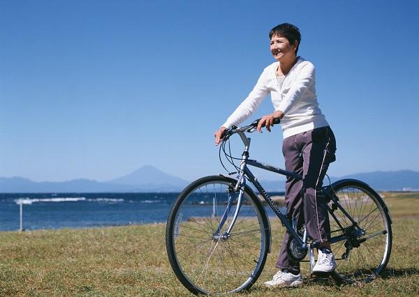 当て逃げ厳禁!高齢者が加害者となる自転車事故事例。保険に入っていないと払えないほど賠償金は高額?
