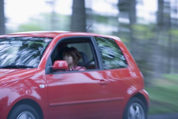 自家用車を利用する場合、年間の維持費は平均いくらぐらいかかる?運転免許の返納率はどのくらい?身分証明書はどうする?運転免許返納は年齢一律に行うべき?
