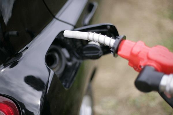 「燃費」の節約メリットは大きい!ほかの車種と比べてどれぐらい節約できるの?中古車の相場はいくらくらい?維持費はどのくらいの規模?