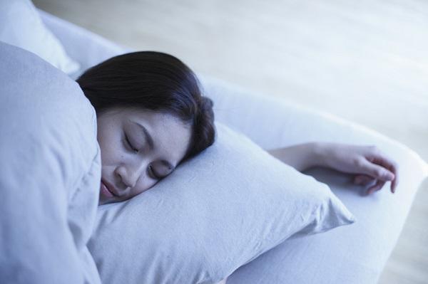 睡眠無呼吸症候群ってどんな症状?原因・治療法はあるの?病院で検査を受けるなら何科を受診すれば良い?いびきは関係ある?