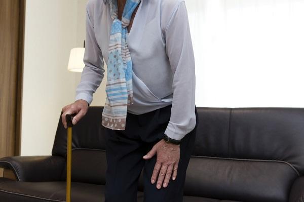 痛風はどんな病気?原因は?発作が起きると足や足首の痛みは歩けないほど?アルコールは関係ある?治療は投薬治療?