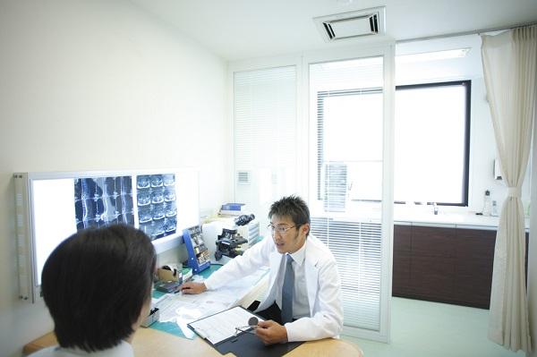 骨粗しょう症の検査・治療方法とは。注射、薬などどのように行う?