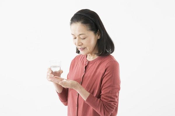 病院で処方され薬局で受け取る睡眠薬。依存症になる人もの副作用、そこに潜む健康のリスク