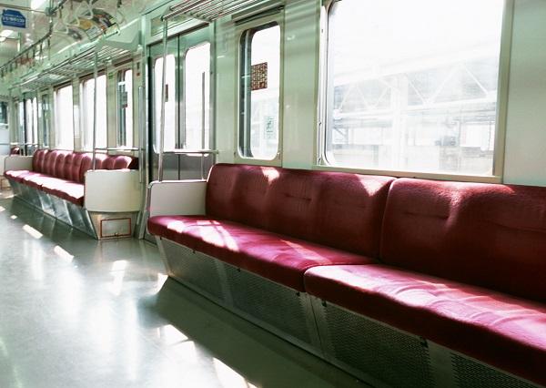 電車内やコンビニ、スーパーでも見かける「正義マン」。最近は「イートイン正義マン」も話題に…